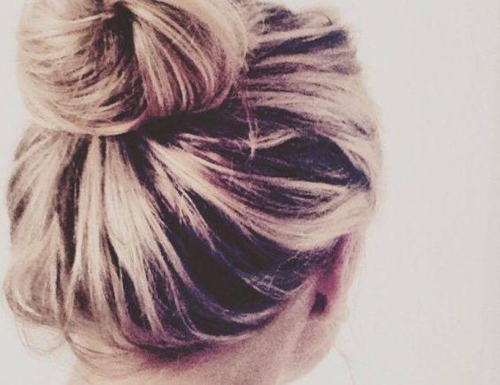 Haare färben, von Braun auf Blond